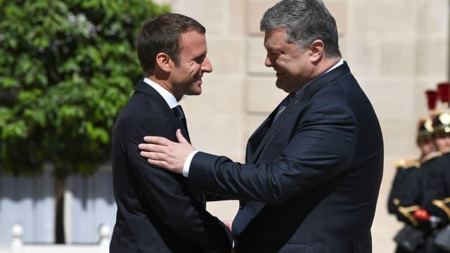 Emmanuel Macron et Petro Porochenko, ce lundi 26 juin 2017.