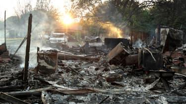 L'explosion, apparemment provoquée par un incendie dont l'origine reste inconnue, a projeté une boule de feu de 30 mètres de diamètre. La déflagration a soufflé des dizaines d'habitations alentour.