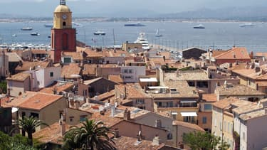 Dans le village si prisé de la jet-set, avoir une vue sur mer pu bien une villa au bord de l'eau se monnaye très cher.