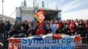 En grève depuis le 30 janvier, les marins de la Société nationale Corse Méditerranée (SNCM) ont annoncé vendredi qu'ils poursuivaient leur mouvement et manifesté leur inquiétude quant à la survie de la compagnie après l'arrêt d'une liaison entre Nice et l