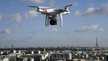 Un drone à Paris, image d'illustration.