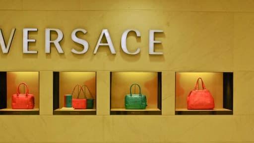 Le groupe Versace souhaite ouvrir son capital pour se développer à l'étranger.