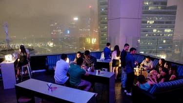 """Situé au 45e étage d'un gratte-ciel, Skyline, qui se présente comme """"le plus haut club de crypto-monnaie au monde"""