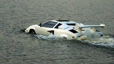 Les images de cette Countach amphibie sont réelles, mais rien n'indique que le modèle est encore capable d'évoluer sur l'eau.