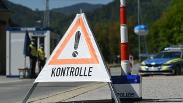 Contrôles à la frontière entre l'Allemagne et l'Autriche le 7 mai 2020 pour lutter contre l'épidémie de coronavirus