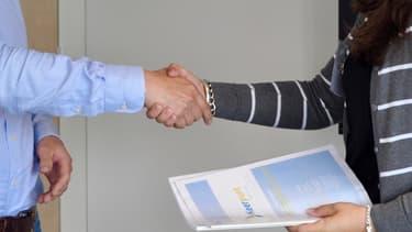 Une entreprise sur deux fait appel aux réseaux professionnel et personnel pour identifier des candidats.