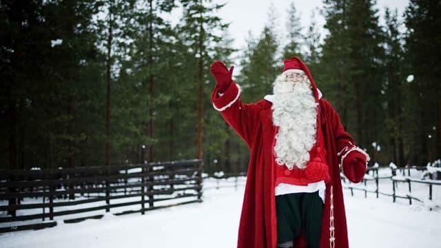 Le père noël (le vrai) prend la pose en Finlande, le 15 décembre 2011