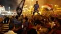 Partisans de Mohamed Morsi près de l'Université du Caire. Les efforts diplomatiques se sont intensifiés samedi pour résoudre la crise politique créée par le renversement du président islamiste Mohamed Morsi il y a tout juste un mois et tenter d'épargner a