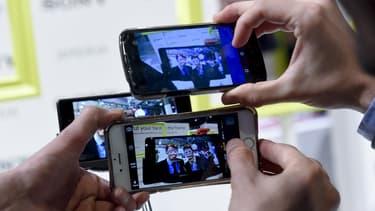 Pour la première fois, le smartphone équipe la majorité de la population sondée par le Credoc,