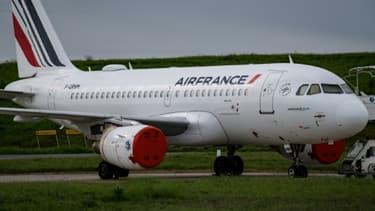 Un avion d'Air France sur le tarmac de l'aéroport de Roissy-Charles-de-Gaulle, le 30 avril 2020
