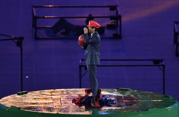 Le Premier ministre japonais, Shinzo Abe, en Super Mario lors de la cérémonie de clôture des JO de Rio en 2016
