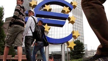 A Chypre, les dépots bancaires vont étre taxés entre 6,75% et 9,9%.