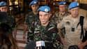 Le colonel Ahmed Hommich (au centre), membre de l'équipe d'observateurs des Nations unies, dans un hôtel de Damas. Un premier groupe d'observateurs a entamé lundi en Syrie sa mission consistant à veiller au respect du fragile cessez-le-feu par les forces
