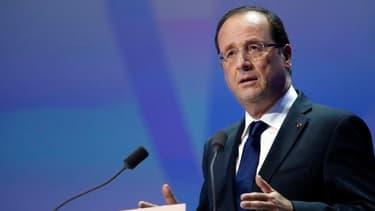 François Hollande prononce un discours devant un parterre d'entrepreneurs, à la Halle Freyssinet de Paris.