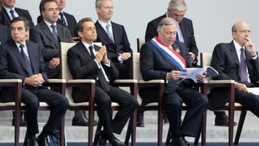 François Fillon (1er en partant de la gauche), Alain Juppé (1er en partant de la droite) et Bruno Le Maire (2ème rang, 2ème en partant de la droite).
