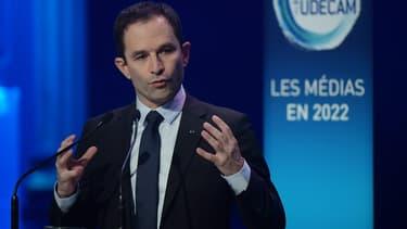 Le candidat socialiste a critiqué Vincent Bolloré à plusieurs reprises