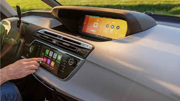 Un nouveau système de guidage et commandes fait son apparition. Le Citroën Connect Nav et son écran de commande tactile 7 pouces.