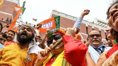 Des partisans du BJP, le parti du Premier ministre indien Narendra Modi, fêtent le résultat des votes aux législaties, le 23 mai 2019 à New Delhi