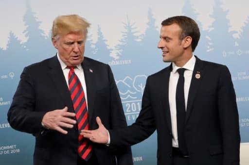 Le moment précédant la poignée de mains de Donald Trump et Emmanuel Macron à La Malbaie
