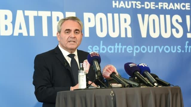 Xavier Bertrand, président des Hauts-de-France, en campagne pour sa réélection, le 3 mai 2021 à Maubeuge