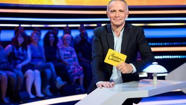 """Samuel Etienne, animateur du jeu de France 3, """"Questions pour un champion""""."""