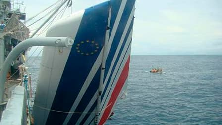 Débris du vol AF 447 Rio-Paris dont l'accident avait fait 228 morts le 1er juin 2009. Selon le Bureau enquêtes et analyses (BEA), les recherches de l'épave de l'Airbus français engagées ces derniers jours dans un secteur restreint de l'Atlantique après la