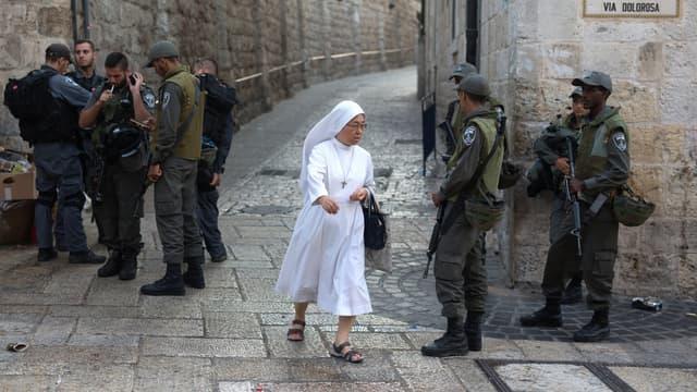 Un barrage, dimanche, dans la Vieille ville de Jérusalem.