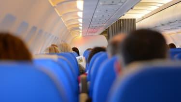 Le masque reste la norme dans les avions