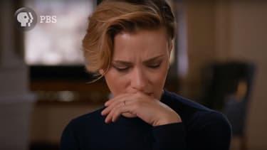 """Scarlett Johansson dans l'émission """"Finding Your Roots"""", le 31 octobre 2017"""