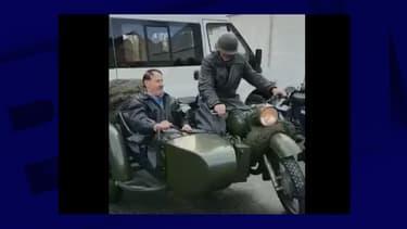 Le sosie d'Hitler à moto