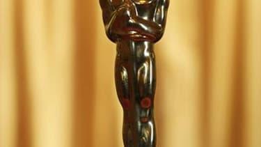 """L'Oscar du meilleur réalisateur remporté par Michael Curtiz pour """"Casablanca"""" sera vendu aux enchères jeudi à Los Angeles et pourrait atteindre 2,5 à 3 millions de dollars, selon les commissaires priseurs de Nate D. Sanders. /Photo d'archives/REUTERS/Bren"""