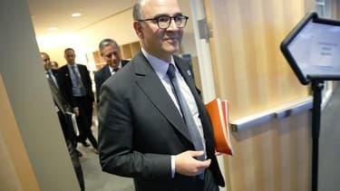 Pierre Moscovici a déclaré lundi qu'une éventuelle réduction de certaines participations de l'Etat pour financer des investissements stratégiques ne signait pas le retour des privatisations. /Photo prise le 20 avril 2013/REUTERS/Jonathan Ernst