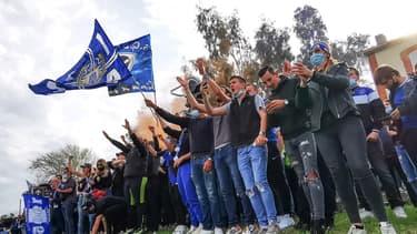 Des supporters encouragent Bastia malgré le Covid-19
