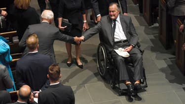 George H. Bush a assisté dimanche aux obsèques de son épouse, Barbara.