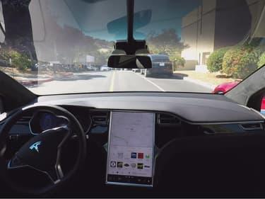 L'Autopilot de Tesla est l'un des assistants de conduite aujourd'hui disponible sur le marché.