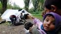 Famille de Roms installée dans une tente à Villeneuve-d'Ascq, dans le Nord. Pour la commissaire européenne à la Justice, Viviane Reding, la politique de la France envers les Roms est une honte et l'Union européenne pourrait lancer prochainement une procéd