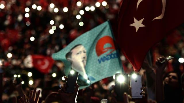 Plus de 12.000 personnes se sont réunies au zénith de Strasbourg pour accueillir le président turc Recep Tayyip Erdogan.
