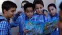 Pour avoir expliqué à ses jeunes lecteurs comment fabriquer un cocktail Molotov, un magazine tunisien pour enfants sera poursuivi en justice. /Photo prise le 9 octobre 2012/REUTERS/Zoubeir Souissi