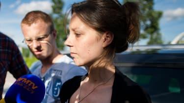Les parents d'Ayana, Julie Pitel et Jason Riviere, devant l'hôpital d'Angers, le 21 juin 2015.