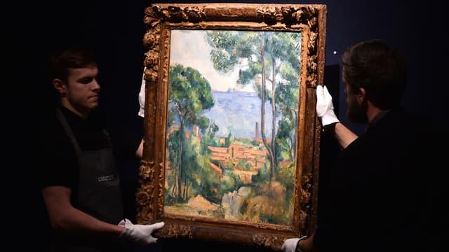"""Une oeuvre de Paul Cézanne, """"Vue sur l'Estaque et le château d'If"""", a été adjugée pour 13,5 millions de livres, soit 17,9 millions d'euros, au cours d'une vente aux enchères ce mercredi soir à Londres."""