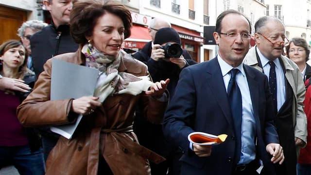 Aux côtés Marisol Touraine (à gauche), chargée des questions sociales dans son équipe de campagne, François Hollande a tenté mercredi de clore la polémique avec la droite sur la retraite à 60 ans en confirmant qu'il envisageait de rendre la possibilité de