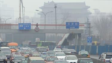 """Pékin a introduit en juin un projet de règlement pour leur imposer un quota de """"voitures propres"""" dès 2018"""