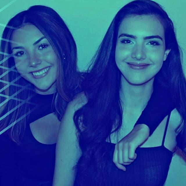 Les joueuses-streameuses canadiennes Andrea (à gauche) et Alexandra Botez