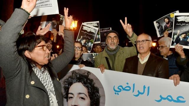 Fin 2019, des Marocains manifestent en soutien au journaliste Omar Radi.