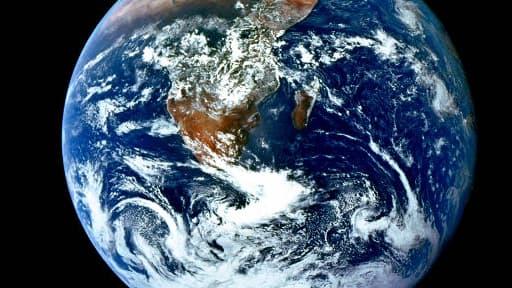 Une réserve d'eau plus importante que celle de tous les océans réunis se cacherait sous la couche terrestre, selon des scientifiques.