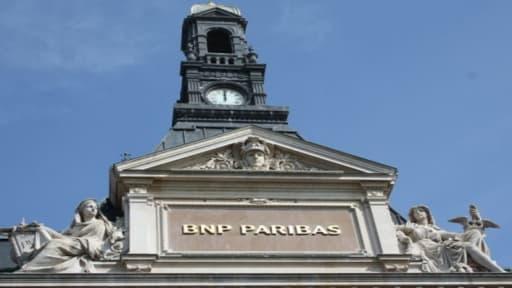 """L'affaire BNP Paribas symbolise, selon le Wall Street Journal, la """"disgrâce du navire amiral des banques françaises""""."""