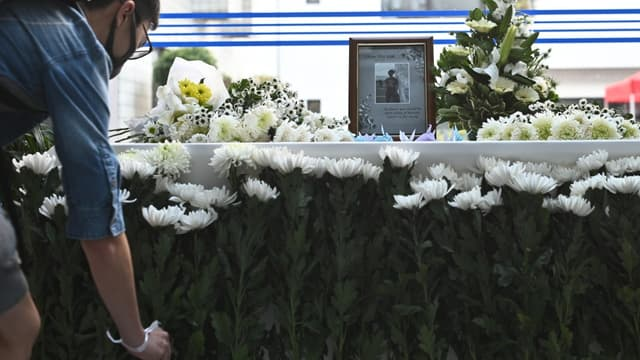Un mémorial a été mis en place pour Alex Chow à l'université des sciences et technologies de Hong Kong, où il devait être diplômé ce vendredi matin