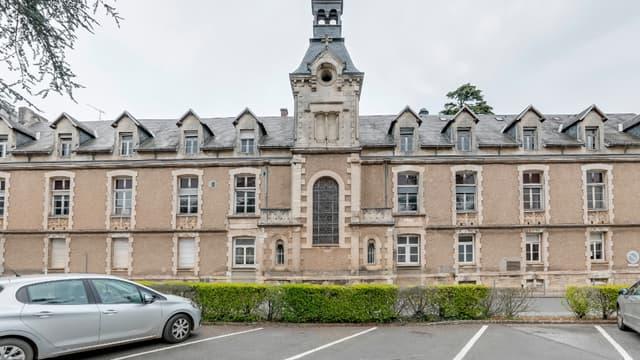 L'ancien hôpital est à vendre.