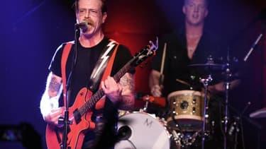 Le chanteur Jesse Hughes (g) et Josh Homme du groupe Eagles of Death Metal au Teragram Ballroom à Los Angeles le 19 octobre 2015
