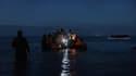 Des migrants au départ de Wimereux entament une traversée de la Manche sur une embarcation (photo d'illustration)